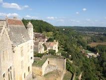 Seitenansicht des Beynac Schlosses Stockbilder