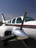 Seitenansicht des Flugzeugmotors und der Stütze lizenzfreie stockfotografie