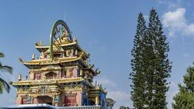 Seitenansicht des Indo-Tibet-buddist Tempels bei Bylakuppe lizenzfreie stockfotos