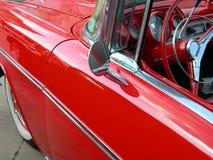 Seitenansicht des klassischen Autos Stockfotos