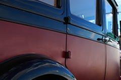 Seitenansicht des klassischen Autos Stockbild