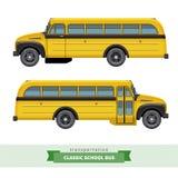 Seitenansicht des klassischen Schulbusses Lizenzfreie Stockbilder