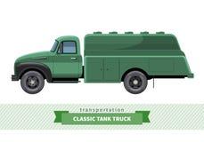 Seitenansicht des klassischen Tankwagens Stockfotos