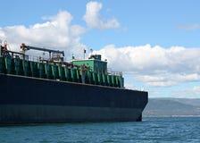 Seitenansicht des Kraftstoffs barge innen Sommer Stockfotos