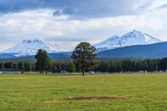 Seitenansicht des Landes und Ackerland bei Oregon USA Stockfotos