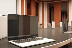 Seitenansicht des Laptops Stockfoto