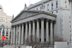 Seitenansicht des Obersten Gerichts bei 60 Mittelstraße, New York Stockfotografie