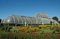 Seitenansicht des Palmenhauses bei Kew arbeitet im Garten Stockfotos