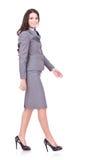 Seitenansicht eines Geschäftsfraugehens Lizenzfreie Stockfotografie
