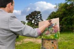 Seitenansicht eines männlichen nachdenklichen Künstlers von mittlerem Alter, der an arbeitet Lizenzfreie Stockfotografie