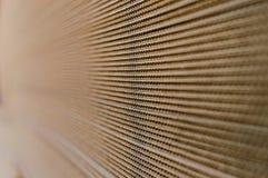 Seitenansicht eines Stapels der Pappe Lizenzfreies Stockfoto