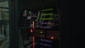 Seitenansicht Fernsehleitstelle stock video footage
