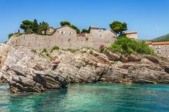 Seitenansicht Insel Sveti Stefan Stockfotografie