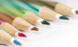 Seitenansicht von Bleistiftfarben Stockfotos