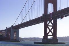 Seitenansicht von Golden gate bridge Stockbilder