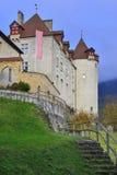 Seitenansicht von Gruyeres-Schloss stockbild