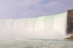 Seitenansicht von Niagara Falls Stockfotografie