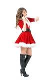 Seitenansicht von Weihnachtsfrau Klaus am Telefon Zeit überprüfend Lizenzfreie Stockfotografie