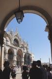 Seitenansichtfassadenfassade von St Mark u. von x27; s-Basilika, Venedig Italien Stockfotos