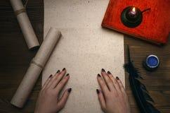 Seitenblatt des leeren Papiers mit Kopienraum, Federstift Ausbildung verfasser Stockfotos