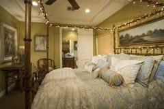 Seitenschuß des verzierten Betts  Stockbilder