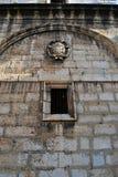 Seitenwand einer Kirche Stockfotos