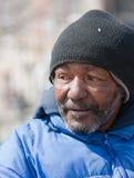Obdachloser Afroamerikanermann stockfotografie