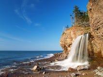 Seitlicher Wasserfall Lizenzfreie Stockbilder