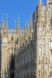 Seitliches Teil berühmten Milan Cathedrals, ` genannt weißes gotisches Meisterwerk ` stockbilder