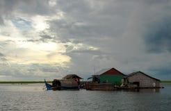 Seiva de flutuação de Tonle da vila Fotografia de Stock Royalty Free