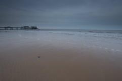 Seixo na areia em Cromer fotografia de stock