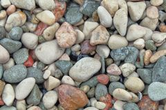 Seixos de pedra pequenos as pedras textured um com o otro, atraem o olho e para acalmar-se fotografia de stock