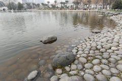 Seixos enormes da beira do lago no museu no inverno, adôbe rgb de xian fotografia de stock royalty free