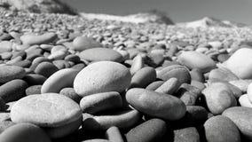Seixos na praia imagens de stock