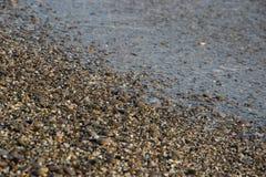 Seixos na praia como o fundo Foto de Stock Royalty Free
