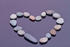 Seixos pequenos do mar apresentados na forma de um coração Fotografia de Stock Royalty Free