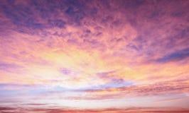 Seizoenconcept: De zonsopgangachtergrond van de hemelherfst Royalty-vrije Stock Afbeeldingen