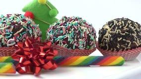 Seizoengebonden feestelijk Kerstmis minidessert stock videobeelden