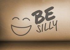 Seja cara parva do texto e do smiley na sala fotos de stock royalty free