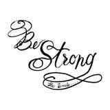 Seja forte seja rotulação moderna do arbusto da caligrafia do sorriso no conceito preto e branco Fotografia de Stock Royalty Free