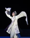 """Seja suprimido pelo ato da torre- nona que sela o  branco de Opera""""Madame Snake†da bacia-Kunqu Fotos de Stock Royalty Free"""