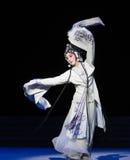 """Seja suprimido pelo ato da torre- nona que sela o  branco de Opera""""Madame Snake†da bacia-Kunqu Imagens de Stock Royalty Free"""