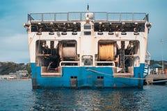 Sejsmiczny wyposażenie na nautycznym statku badaczu w porcie Nafciany rewizja przemysł zdjęcie stock