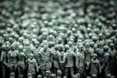 Sekcja 50 000 statui przed Norways rzędu budynkami Zdjęcia Stock