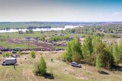 Sekiotovo, Ryazan, Rússia - podem 9, 2016: A fase do campeonato do copo do russo de Autocross, espectadores relógio, motoristas m Foto de Stock Royalty Free