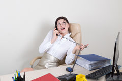 Sekretär, der am Telefon spricht Stockfoto