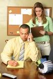 Sekretärin und Geschäftsmann Lizenzfreies Stockfoto