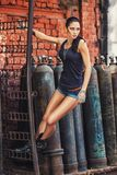 Seksowna żołnierz kobieta na fabrycznych ruinach Obraz Royalty Free