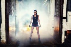 Seksowna żołnierz kobieta na fabrycznych ruinach Zdjęcia Stock