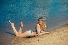 Seksowna blondynka bikini dziewczyna Fotografia Royalty Free